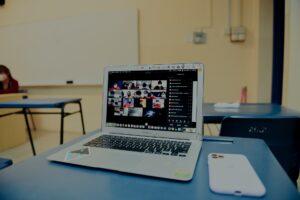 hybrid learning vs online learning